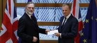 Reino Unido entrega la carta de salida de la UE al Presidente del Consejo Europeo