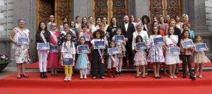 La alcaldesa de Santa Cruz de Tenerife recibe con todos los honores a las 36 candidatas a reina del carnaval 2020