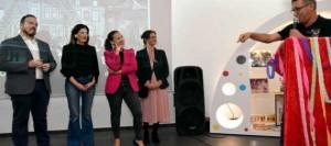 Patricia Hernández inaugura la exposición conmemorativa de los 50 años de historia de Los Diablos Locos en la Casa del Carnaval