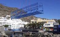 El Ayuntamiento renueva las pasarelas peatonales de Playa de Mogán