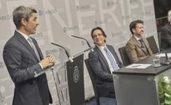 Los guías turísticos distinguen al consejero Alberto Bernabé por su labor de apoyo al sector