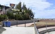 Mogán ejecuta obras de mejora en el solárium y el acceso de la playa de Costa Alegre