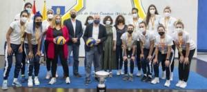 """El Cabildo recibe a las jugadoras del CCO 7 Palmas tras ganar la Liga y seguirá contribuyendo """"a los éxitos del futuro"""""""