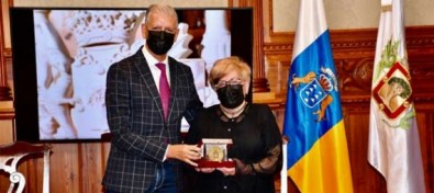 La Villera Concha Machado recibe la Medalla al Mérito Municipal