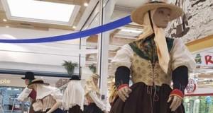 El Cabildo trabaja para que la población infantil aprenda en la escuela el uso correcto del traje tradicional