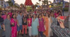 Playa de las Américas se impregna del colorido de la India