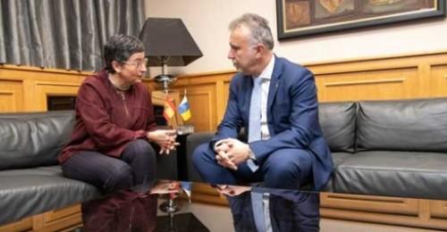 """El presidente de Canarias califica de """"esclarecedora y tranquilizante"""" la reunión con la ministra de Exteriores"""