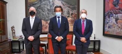 Matos se reúne con los presidentes de los colegios profesionales