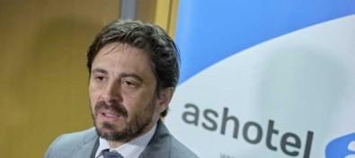 Los hoteleros ruegan al Gobierno actuar con dureza para evitar que los altos contagios de Tenerife arruinen el verano en Canarias
