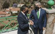 Rodríguez chequea con el alcalde de Valsequillo la relación de equipamientos y servicios a mejorar en el municipio