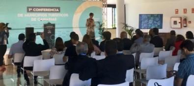 Onalia Bueno apuesta por la formación continua en la I Conferencia de Municipios Turísticos de Canarias