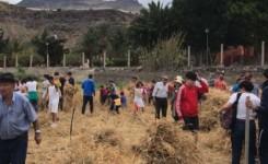 Una trilla con escolares aldeanos da el pistoletazo de salida a los actos por el Día de Canarias