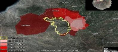 Las tareas de extinción evitan que el fuego llegue a las zonas habitadas