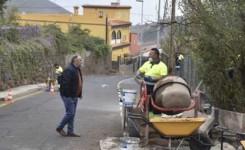 Trabajadores del Plan de Empleabilidad ejecutan trabajos de mejora de las vías públicas en Lomo Pelado