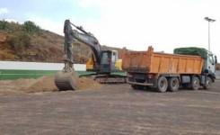 Las obras para dotar de césped artificial al campo de fútbol de El Roque ya están en marcha