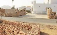 La reconstrucción de los tradicionales muros de piedra embellece Triquivijate