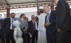 Un robot recepcionista, megalavadoras de 200 kilos y lo último en sillones de masajes, entre las novedades en la Feria del Atlántico