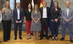 Fernando Clavijo se reúne con las responsables de la Asociación por el Deporte Femenino