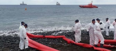 La Dirección General de Seguridad y Emergencias dirige en la Playa de Bocabarranco la segunda fase del simulacro de lucha contra la contaminación marina