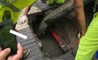 El Cabildo repara un socavón de tres metros de profundidad en el paseo de la Avenida Marítima