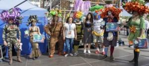 La creatividad brilla en el Carnaval Internacional de Los Cristianos con la Wig Party-Fiesta del Pelucón