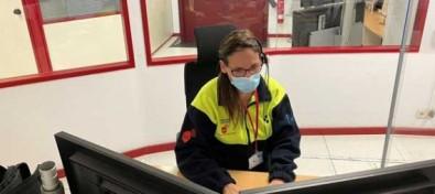 Una médico coordinadora del SUC realiza teleasistencia a la Policía Local de Santa Lucía para atender un parto en vía pública