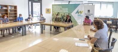 Adeje propicia el encuentro entre el Cabildo y asociaciones LGTBIQ del sur