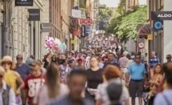 El descenso de turistas y el debilitamiento de las compras por el COVID provocan la bajada del consumo en las Islas