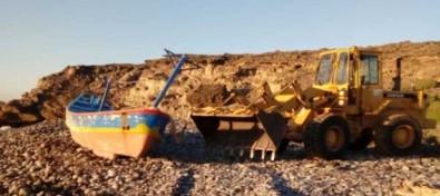 El Ayuntamiento de Granadilla procede a la retirada del último cayuco de sus playas