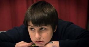 Filmoteca muestra el esfuerzo y sufrimiento de un niño para hacer los deberes escolares, filmado por su padre