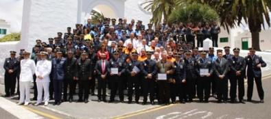 Nieves Lady Barreto preside la entrega de premios con motivo de la celebración de la Policía Canaria