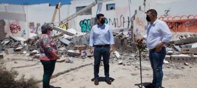 Disciplina Urbanística ordena el precinto de dos edificios en ruinas en El Castillo del Romeral