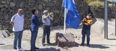 Adeje iza las banderas azules en sus playas galardonadas