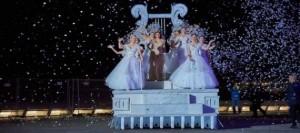El carnaval de Santa Cruz de Tenerife arranca oficialmente con un sentido homenaje a 'Los coquetos años 50'
