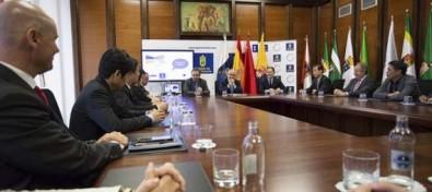 Un grupo de seis grandes empresas chinas estudia implantar en Gran Canaria un centro de distribución con África