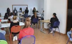 20 personas desempleadas se forman en Los Silos en el curso Atención al Público dependiente de Comercio
