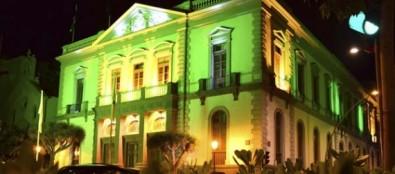 El Consistorio tiñe de verde su fachada con motivo del 'Día Mundial del Reciclaje'
