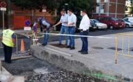 El Ayuntamiento de Santa Cruz mejora la accesibilidad en Los Gladiolos con la creación de una rampa con barandillas