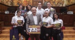 Las ganadoras del Campeonato Europeo de Danzas Urbanas traen el flamante premio al Cabildo de Gran Canaria