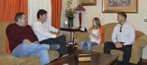 El Alcalde de Santiago del Teide recibe a la deportista Clarissa Dervic que participa en el Campeonato de España de Karting