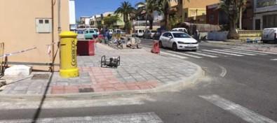 Vecinos de La Zamora recogen firmas al Cabildo para replantear la ubicación de paradas de guaguas