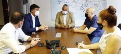 El Ayuntamiento de Santa Cruz se compromete con los comerciantes a acelerar los permisos para ocupación en vía pública