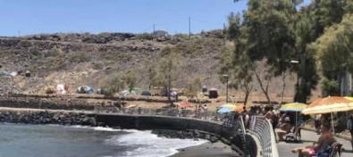 Adeje reorganiza el tráfico, el viario y la señalética de El Puertito y se desaloja a los campistas que ocupaban espacios particulares