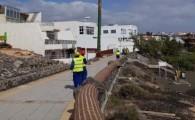 El Ayuntamiento sustituye las dos torretas de alumbrado público de la playa de La Garita