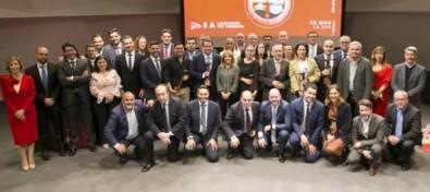 Rosa Dávila entrega el Premio Joven Empresario de Canarias a Abraham González