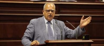 Curbelo pide al nuevo Gobierno estatal que rectifique la OSP para que La Gomera tenga conexión directa con Gran Canaria todo el año