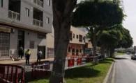 Los técnicos municipales y de la aseguradora valoran el edificio desalojado de Arona